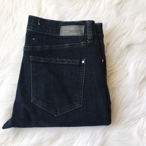 Dkny SOHO Skinny Dark Wash Mid Rise Jeans Size 2